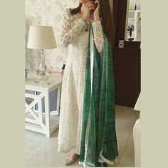 Syra Yousef in Zainab Chottani casual wear for the Pakistan Independance Day Pakistani Casual Wear, Pakistani Outfits, Indian Outfits, Pakistani Clothing, Indian Attire, Indian Wear, Independance Day, Eastern Dresses, Desi Wear