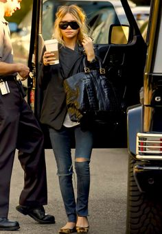 Ashley Olsen. Black jacket. White tshirt. Leopard flats. Skinny jeans.
