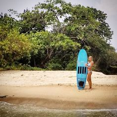 Kelly with her custom 'mermaid' Slipper which now lives in Sri Lanka. #visionarysurfboards #visionary #custommade #customsurfboard #retro #slipper #surfgirl #surfergirl #srilanka visionarysurfboards.co.uk