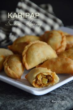 Spicy Recipes, Curry Recipes, Cooking Recipes, Asian Snacks, Asian Desserts, Curry Puff Recipe, Malay Food, Malaysian Food, Cafe Food
