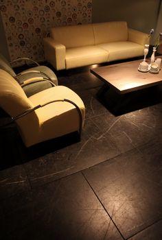 Gerlag & Gerlag presenteert in Beusichem robuuste meubels met speelse elementen. De aanbieder denkt met het aanbod vooral woonondernemers met sfeerwinkels aan te kunnen spreken.