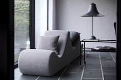 Welle lounge and Pantop table lamp by Verpan