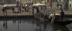 Death in Venice 1971. Aschenbach llega a Venecia. El excelente valor estético del encuadre.