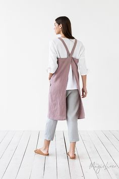 Japanese cross back linen apron. Linen cross over apron. No ties linen apron. Pinafore apron for woman. The Pure, Criss Cross, Experiment, Japanese Apron, Japanese Style, Unisex Looks, Beste Mama, Pinafore Apron, Waist Apron