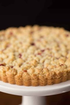This Raspberry Jam Shortbread Tart has sweet raspberry jam nestled between the crisp, melt-in-your-mouth shortbread crust and buttery crumble topping! Köstliche Desserts, Delicious Desserts, Dessert Recipes, Yummy Food, Plated Desserts, Tart Recipes, Sweet Recipes, Baking Recipes, Fudge Recipes