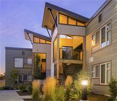 Explore house siding ideas for color and design inspiration. Filter homes by colors, products, home styles, and more. Contemporary Style Homes, Contemporary Apartment, Modern Homes, Modern Exterior, Exterior Design, Lovely Apartments, Modern Apartments, 3d Architectural Rendering, Architecture Images