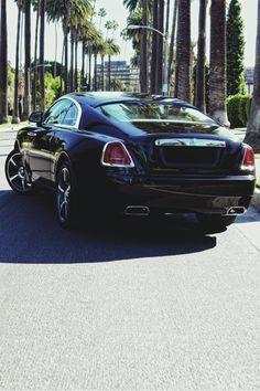 I think I finally found a luxury car that I wouldn't mind driving...Rolls Royce Wraith