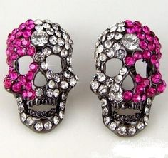 skull earrings <3