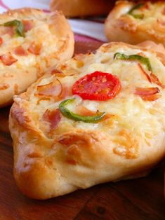 Types Of Pizza, Melted Cheese, Pepperoni, Bread Baking, Greek, Shapes, Savoury Pies, Cooking, Breakfast