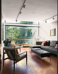 A modernist terrace overlooking Hampstead Heath, visited by House & Garden in 1957 and 2013 Hampstead Ponds, Hampstead Heath, Living Room Decor, Living Spaces, Living Rooms, Living English, High Walls, Best Sofa, Corner Sofa