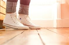 I would like some white high top converse White High Top Converse, White High Tops, Grunge Outfits, Grunge Fashion, Converse Style, Converse Shoes, Galaxy Converse, Converse Chuck, Crazy Shoes