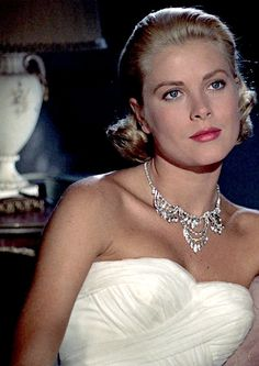 """goldenageestate: """"Grace Kelly ~ To Catch A Thief, 1955 """" Golden Age Of Hollywood, Vintage Hollywood, Hollywood Glamour, Hollywood Stars, Classic Hollywood, Grace Kelly Mode, Grace Kelly Style, Princesa Grace Kelly, Photo Glamour"""