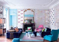 Un salon multicolore aux allures conviviales