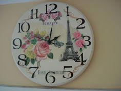Naranja y Fucsia incorporó un nuevo producto.   Relojes de pared con decoupage.   Listos para colgar.   Consulta precios y modelos dispon... Decoupage, Hickory Dickory, Stencils, Decorative Plates, Clock Faces, Scrapbook, Wall Clocks, Crafts, Diy