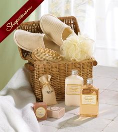 Cute wicker chest contains bath items in a relaxing Honey Vanilla scent, comfy slippers and a massage tool. Basket includes bath gel, soap, lotion and bath salts in an aromatic honey vanilla scent. Homemade Beauty, Homemade Gifts, Diy Beauty, Beauty Spa, Natural Beauty, Spa Basket, Basket Ideas, Hamper Ideas, Bath Gel