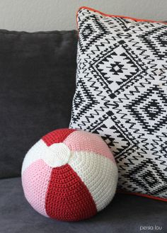 Crochet Beach Ball Pillow - free pattern