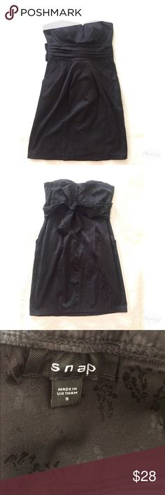 Black strapless dress Has a semi-invisible lace-like design, built in bra, & POCKETS. I absolutely loved wearing this dress when it fit me! Dresses Strapless