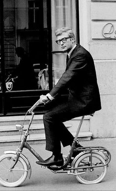 Michael Caine in Paris riding a bike. (he's got a flat, LOL) Velo Vintage, Vintage Bicycles, Michael Cain, Caine Michael, Cinema Tv, Cycle Chic, Bicycle Art, Bike Rider, Bike Accessories