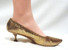 Vintage Shoes Size 7M Taj of India Gold Metallic Kitten Heel