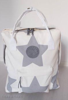 Fb:n ompeluryhmissä on ollut oikea reppubuumi. Jaanakin ompeli vähän aikaa sitten tämän repun . Netistä löytyy Kånken-tyyppiseen reppuun kak... Bag Making, Backpacks, Stitch, Sewing, Fabric, Crafts, Diy, Stuff To Buy, Bags