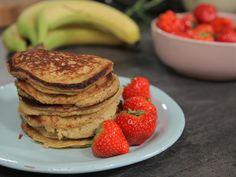 Sunne bananpannekaker   Godt.no Crepes And Waffles, Baked Pancakes, Banana Pancakes, Chef Recipes, Snack Recipes, Cooking Recipes, Banana Oatmeal Cookies, Norwegian Food, Tarts