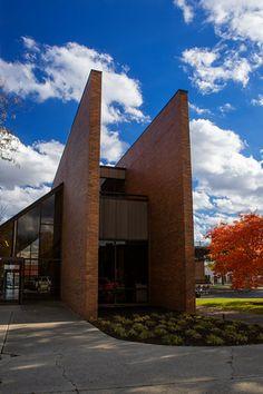 Former Irwin Union Bank, designed by Paul Kennon | Columbus, Indiana | photo by Tony Vazquez