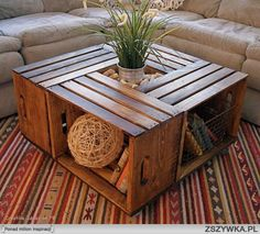 Four crates create a coffee table with some storage. stolik-ze-starych-skrzynek.jpg (654×593)