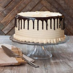 Creamy peanut butter icing with moist chocolate cake layers. Peanut Butter Icing, Creamy Peanut Butter, 1234 Cake, Lane Cake, Cheescake Recipe, Cake Writing, Easy Cake Decorating, Icing Recipe, Specialty Cakes