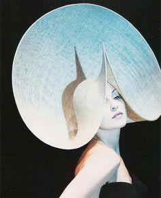 by milliner Philip Treacy. (is that Madonna modeling it? Kentucky Derby, Philip Treacy Hats, Crazy Hats, Fancy Hats, Love Hat, Derby Hats, Headgear, Headdress, Madonna