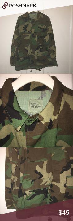Mens Army Military camo jacket LIKE NEW  MEN'S ARMY MILITARY CAMO JACKET SIZE LARGE LYING FLAT MEASUREMENTS ACROSS CHEST 24'' LENGTH 28'' SLEEVE LENGTH 25'' EP-627 Jackets & Coats Military & Field