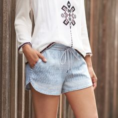 A billowy boho top is the perfect heat-wave companion. Loose sleeves, airy fabric & light colors keep you cool. Shirt and shorts! Short Outfits, Cool Outfits, Summer Outfits, Casual Outfits, Casual Wear, Stitch Fix Blog, Stitch Fix Stylist, Stitch Fit, Look Fashion