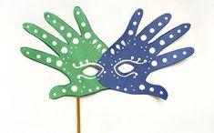Make a unique handprint mask for Mardi Gras and Carnival with this fun tutorial . Make a unique handprint mask for Mardi Gras and Carnival with this fun tutorial. Carnival Activities, Carnival Crafts, Carnival Masks, Easy Crafts, Easy Diy, Crafts For Kids, Arts And Crafts, Simple Diy, Mardi Gras Beads