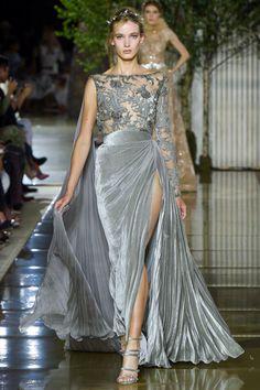 Zuhair Murad Parigi - Haute Couture Fall Winter - Shows - Vogue. Gala Dresses, Couture Dresses, Fashion Dresses, Formal Dresses, Zuhair Murad, Beautiful Gowns, Beautiful Outfits, Couture Fashion, Runway Fashion