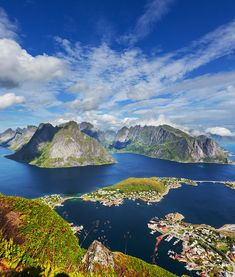 Lofoten Islands / These Norwegian islands contain endless beaches, surrounded by large mountains. It's rare to find this kind of scenery anywhere else.