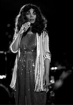 The Queen of Disco Donna Summer sparkles in a jumpsuit during a UNICEF performance for the United Nations in New York City, a common style rocked by the songstress Grunge Fashion, Retro Fashion, New Fashion, Trendy Fashion, Girl Fashion, Autumn Fashion, Fashion Music, Dance Music, Dona Summer
