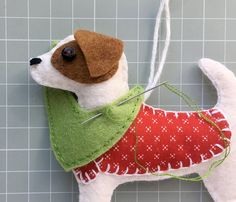 Felt Ornaments Patterns, Craft Patterns, Sewing Patterns, Felt Christmas Ornaments, Dog Ornaments, Christmas Ideas, Christmas Crafts, Dog Crafts, Felt Crafts