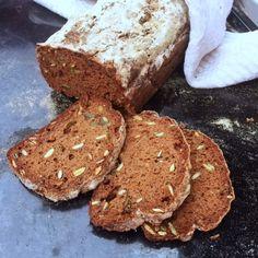 Ett supergott, rejält, fiberrikt och lättbakat glutenfritt bröd. Tefflimpa som bikarbonatsbröd med saftig och hållbar konsistens. Bikarbonatsbröd ska inte jäsa men behöver något typ av syra i smete...