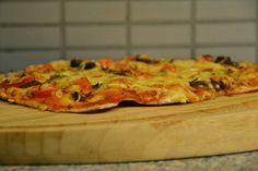 NEM AFTENSMAD: Pizza bagt på koldhævet surdej med alverdens yndlingstoppings - Brændstof