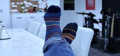 It can be easy to overlook socks, but also easy to notice when it's done wrong. Socks should blend harmoniously with the rest of the suit. Wide Shoes, Top Shoes, My Socks, Cool Socks, Brave, Diabetic Socks, Mens Walking Shoes, Fabric Structure, Shoe Manufacturers