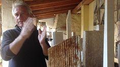 """A San Sperate, in Sardegna, Pinuccio Sciola realizza """"sculture sonore"""": con un tocco speciale riesce a far uscire suoni da monoliti di calcare o"""