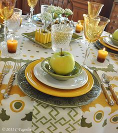 The Little Round Table - BEAUTIFUL table decor on this blog!