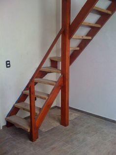 Escaleras altillos proyectos para espacios reducidos for Como hacer una escalera de madera con descanso