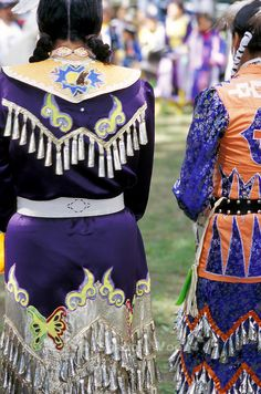 pow wow dresses | pow-wow-costumes-dance-Canada-VR0802-18.jpg | Gordon Wood ...