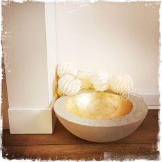 Atelier béton avec Gris Souris & 5 Sens Deco   Venez créer votre bol en béton coulé recouvert à la feuille d'or lors d'un atelier prévu sur deux soirées   Infos sur : www.grissouris.ch   © Gris Souris (concrete)