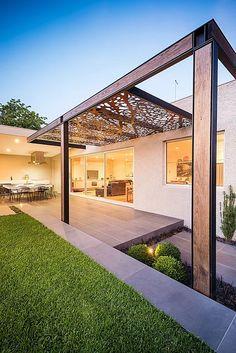 O pergolado é uma extrutura decorativa que costuma ser construida em jardins, varandas ou pátios, na entrada da garagem...