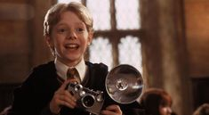 A gallery of Harry Potter and the Chamber of Secrets publicity stills and other photos. Featuring Daniel Radcliffe, Rupert Grint, Emma Watson, Kenneth Branagh and others. Harry Potter Film, Harry Potter Facts, Harry Potter Characters, Oliver Wood, Ron And Hermione, Ron Weasley, Hermione Granger, Harry Potter Pictures, Chamber Of Secrets
