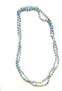 RHK 1003 - Modische Halskette 120 cm geschlossen ohne Verschlussteil hellblau Kunststoffperlen keine Handarbeit, Original-Schmuck der 60-ziger Jahre.