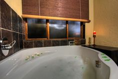 Relaxing bathroom at Warthog Rest Private Lodge. Hoedspruit Accommodation.