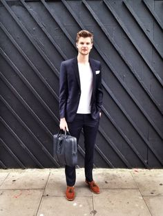 Jim Chapman, Mulberry Sees You. Mens Fashion 2018, News Fashion, Boy Fashion, Jim Chapman, Modern Gentleman, Kinds Of Clothes, Well Dressed Men, Perfect Man, Cool Outfits