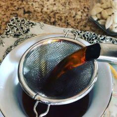 Teatime with fresh brewed tea is the best national obsession in Iran 🇮🇷 Arabic Tea, Arabic Coffee, Turkish Coffee Cups, Turkish Tea, How To Make Coffee, Making Coffee, Best Tea Brands, Tea Facts, Cuppa Tea